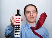 Hombre de negocios con el espray anticrisis. Imagen de archivo libre de regalías