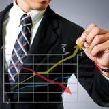 Hombre de negocios con el gráfico Fotografía de archivo libre de regalías