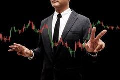 Hombre de negocios con el gráfico de la carta de las divisas Fotografía de archivo libre de regalías
