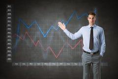Hombre de negocios con el gráfico virtual de las finanzas fotografía de archivo libre de regalías