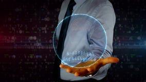Hombre de negocios con el holograma del símbolo de la inteligencia artificial metrajes
