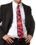 Hombre de negocios con el lazo de la muestra de la parada foto de archivo libre de regalías