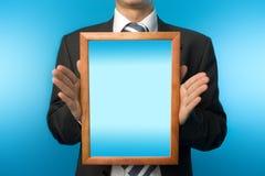 Hombre de negocios con el marco de madera Fotografía de archivo