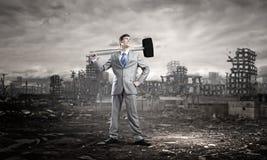 Hombre de negocios con el martillo Imagen de archivo libre de regalías