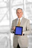 Hombre de negocios con el ordenador de la tablilla Imágenes de archivo libres de regalías