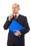 Hombre de negocios con el pensamiento de la carpeta Foto de archivo libre de regalías