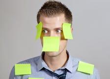 Hombre de negocios con el poste en notas Imagen de archivo
