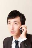 Hombre de negocios con el teléfono elegante Fotos de archivo