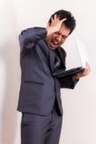 Hombre de negocios con exceso de trabajo foto de archivo libre de regalías