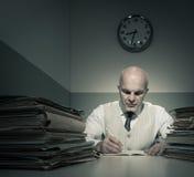Hombre de negocios con exceso de trabajo Foto de archivo