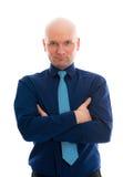 Hombre de negocios con la cabeza calva y los brazos cruzados Imagen de archivo
