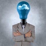 Hombre de negocios con la cabeza de la bombilla en las nubes imágenes de archivo libres de regalías