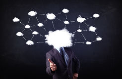 Hombre de negocios con la cabeza de la red de la nube Foto de archivo libre de regalías