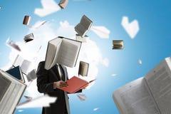 Hombre de negocios con la cabeza del libro Concepto de la eficacia del negocio imágenes de archivo libres de regalías