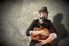 Hombre de negocios con la careta antigás Imagenes de archivo