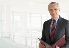 Hombre de negocios con la carpeta Foto de archivo