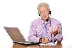 Hombre de negocios con la computadora portátil Fotografía de archivo
