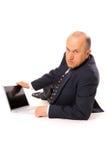 Hombre de negocios con la computadora portátil en el suelo Fotografía de archivo libre de regalías