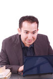 Hombre de negocios con la expresión sorprendente usando una computadora portátil Imagen de archivo
