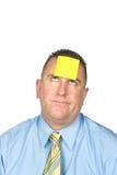 Hombre de negocios con la nota pegajosa sobre la frente Imagen de archivo libre de regalías