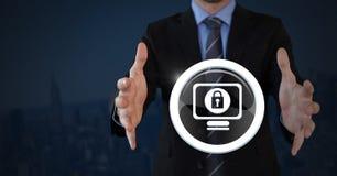 Hombre de negocios con la palma de las manos icono de la cerradura abierta y de la seguridad en el ordenador Imagen de archivo libre de regalías