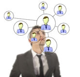 Hombre de negocios con la red en línea de los amigos aislada Fotografía de archivo libre de regalías