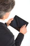 Hombre de negocios con la tablilla Fotos de archivo libres de regalías