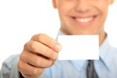 Hombre de negocios con la tarjeta de visita en blanco Fotografía de archivo libre de regalías