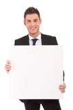 Hombre de negocios con la tarjeta en blanco Fotografía de archivo libre de regalías