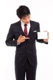 Hombre de negocios con la tarjeta en blanco. Foto de archivo