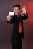 Hombre de negocios con la tarjeta plástica. Imágenes de archivo libres de regalías