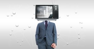 Hombre de negocios con la TV en la cara que se opone a fondo abstracto Imagen de archivo libre de regalías