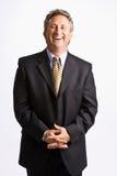 Hombre de negocios con las manos abrochadas Foto de archivo libre de regalías