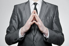 Hombre de negocios con las manos dobladas juntas Fotos de archivo libres de regalías