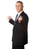 Hombre de negocios con las manos en ambos lados Imagen de archivo