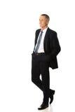 Hombre de negocios con las manos en bolsillos Imagen de archivo