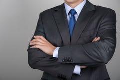 Hombre de negocios con las manos plegables fotos de archivo