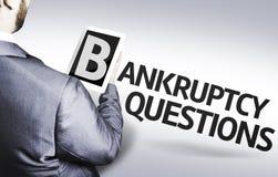 Hombre de negocios con las preguntas de la quiebra del texto en una imagen del concepto Imagenes de archivo