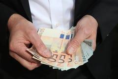 Hombre de negocios con los billetes de banco euro Fotografía de archivo libre de regalías
