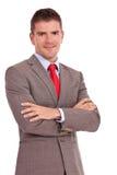 Hombre de negocios con los brazos cruzados Fotografía de archivo libre de regalías