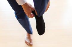 Hombre de negocios con los calcetines negros foto de archivo libre de regalías