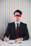 Hombre de negocios con los ojos vendados Fotos de archivo libres de regalías