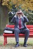 Hombre de negocios con los prismáticos Imagen de archivo libre de regalías