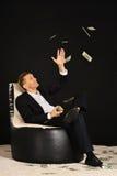 Hombre de negocios con mucho dinero Foto de archivo libre de regalías