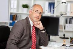 Hombre de negocios con problemas Fotos de archivo