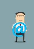 Hombre de negocios con símbolo del email en manos Imagen de archivo