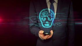 Hombre de negocios con smartphone y concepto cibernético del holograma de la muestra de la cara