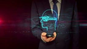 Hombre de negocios con smartphone y concepto dominante secreto del holograma del símbolo almacen de metraje de vídeo