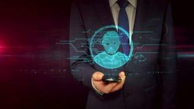 Hombre de negocios con smartphone y el concepto principal del holograma de la forma