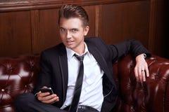 Hombre de negocios con un teléfono Imágenes de archivo libres de regalías